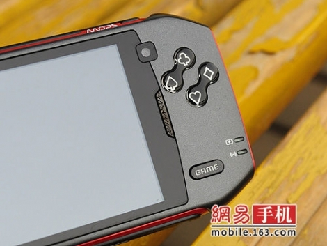 Конкурент Xperia Play – MOPS Shadow T800